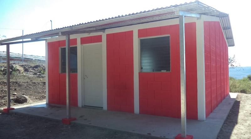 Doce casas como estas para familias de la comunidad La Mora en La Concordia