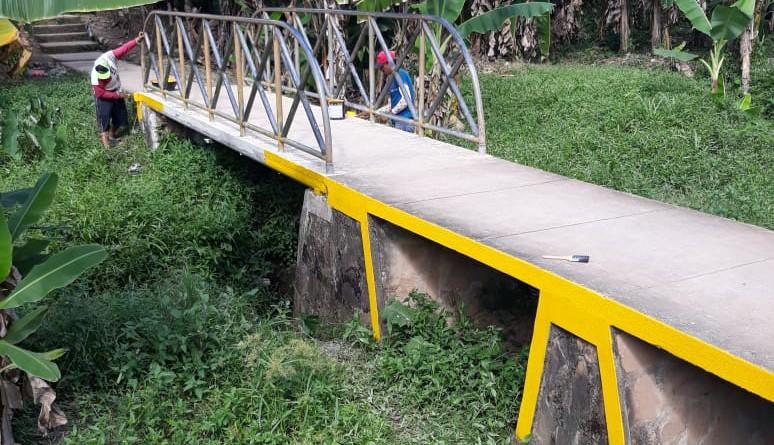 Mejoras en puente peatonal del barrio Germán Pomares en El Rama