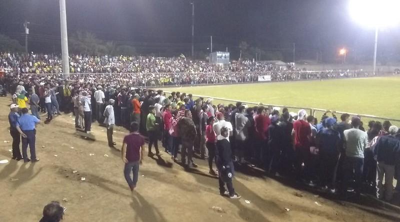 Jalapa vibró de gloria y entusiasmo en inauguración luminarias del estadio