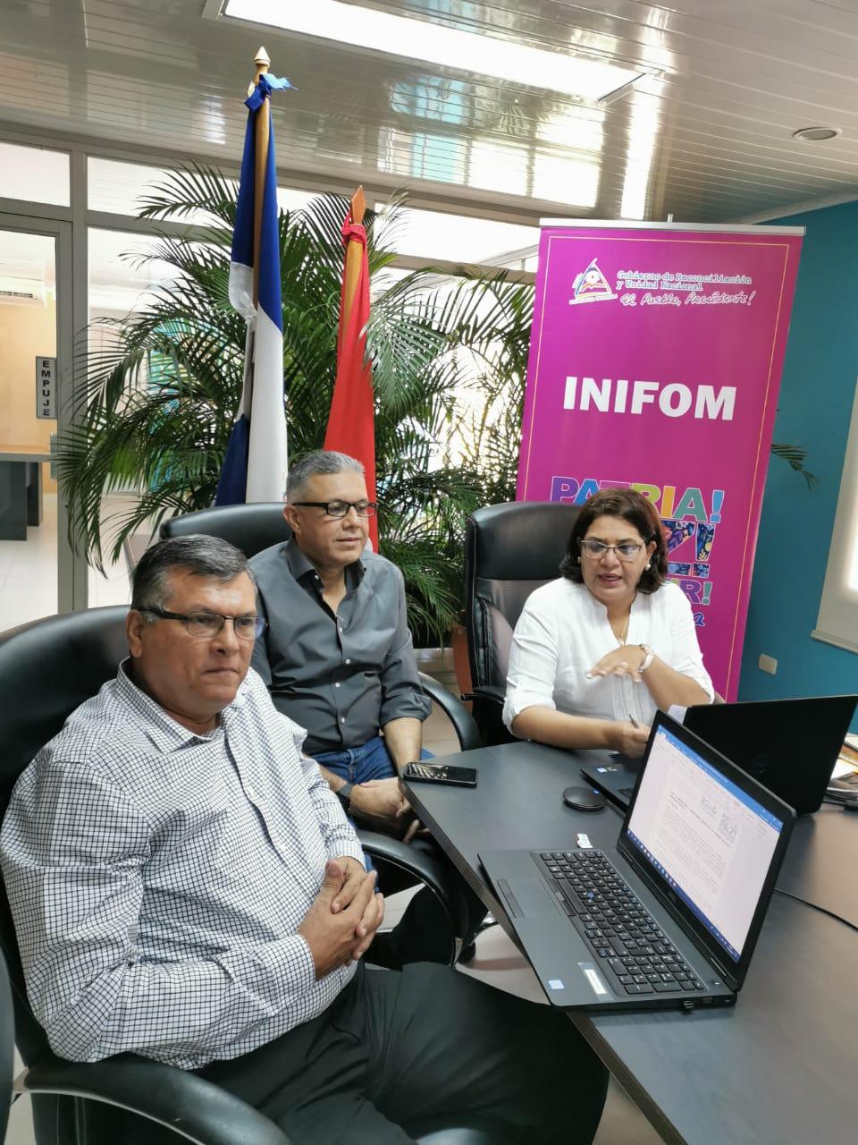 Guiomar Irñias, Erwin Barreda y Virgilio  Bravo, representantes de Inifom,  Enacal y Nuevo Fise