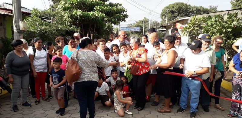 Inaugurando obras con las familia.La gráfica capta el bautizo de las calles chinandeganas, Julio C Tinoco,, 12 de septiembre y Augusto C Sandino