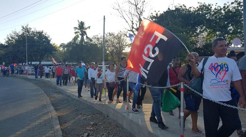 Toleños caminan a inaugurar la ciclo vía