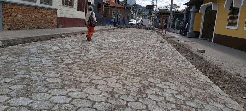 Calle mejorada en la colonia Apoyo al Combatiente de Matagalpa.