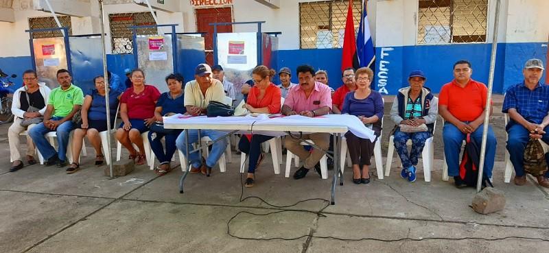 Concejo municipal de San Marcos en sesión con familias de la comunidad La Chona en San Marcos