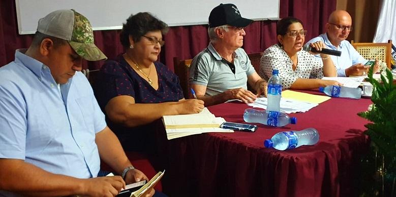 La presidenta ejecutiva de Inifom, Guiomar Irías, con el equipo municipal de León