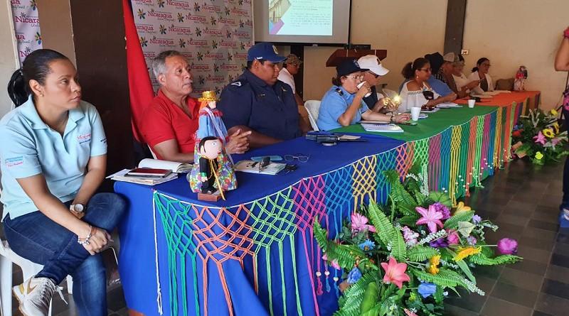 Equipo municipal de León con instituciones estatales en la reunión con empresarios turísticos