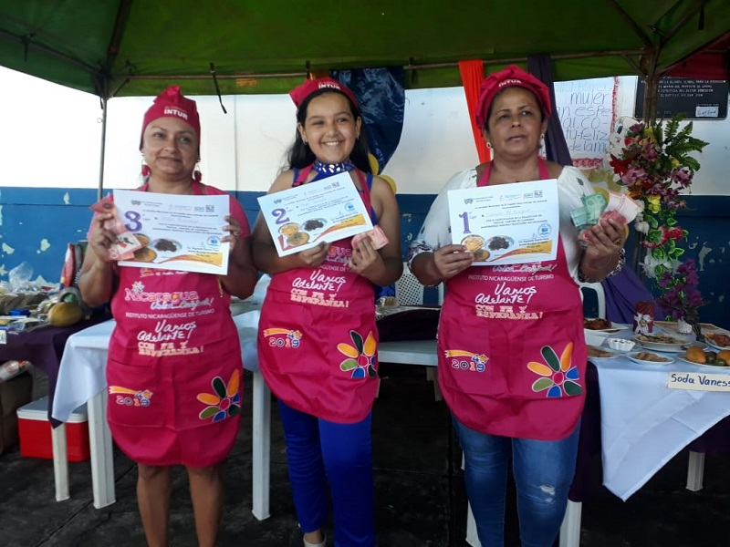Ganadoras de los tres primeros lugares en el festival municipal sabores de cuaresma  en El Castillo