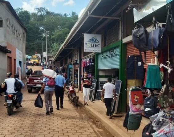 Parte externa del mercado de Muy-Muy