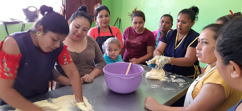 En el curso de pastelería en la escuela municipal de oficios de Quezalguaque