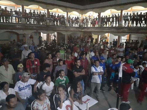San Juan del Río Coco: En el mercado municipal, se llevó a cabo la VII edición del campeonato Nacional de boxeo superior Copa Alexis Argüello Chorotegas de Madriz versus los Gladiadores de Masaya.