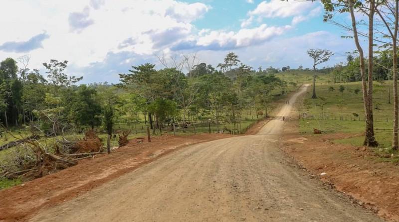 Enla comunidad Agua Sucia El Consuelo, los lugareños inauguraron la apertura de 4 kilómetros de carretera lo que será sumamente provechoso y de beneficio directo para 350 familias que habitan en el sector y alrededores.