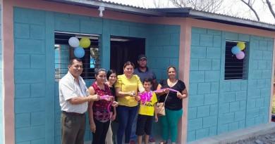 Tres familias de Acoyapa recibieron viviendas esta semana