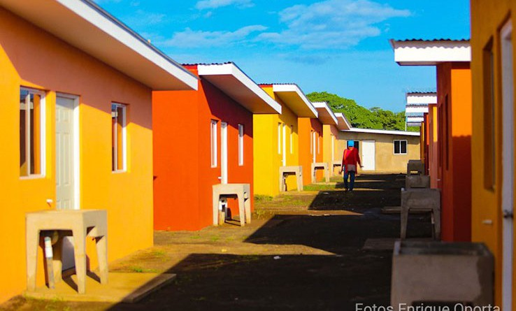 Con El BCIE, gobierno construirá 18 mil 600 viviendas de interés social.