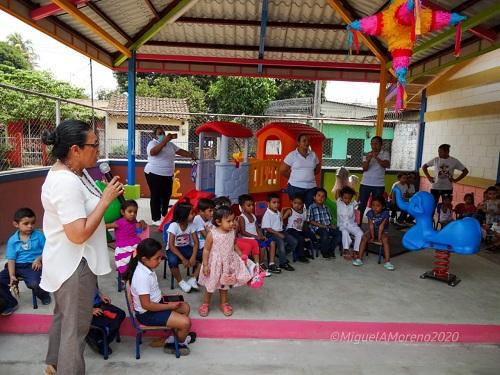 Chichigalpa: Construcción de techo en área de juegos y equipamiento de CDI Mi Bebe