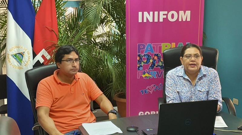 Guiomar Irías titular de Inifom y Bosco Castillo miembro del gabinete de  producción consumo y comercio