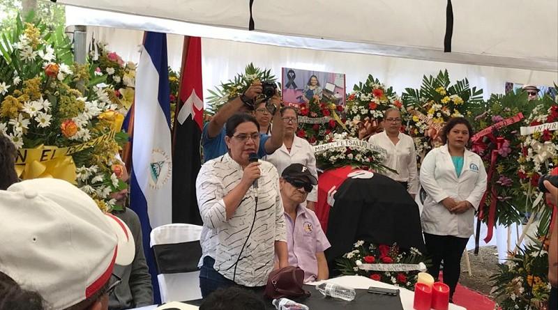 La presidenta ejecutiva de Inifom,  Guiomar Irías, durante el homenaje a MaríaNela