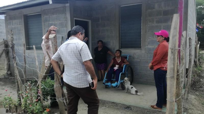 El programa Bismark Martínez los llevó al nuevo barrio denominado Dariel Stiven Gutierrez donde el gobierno local entregó el año pasado 42 viviendas.