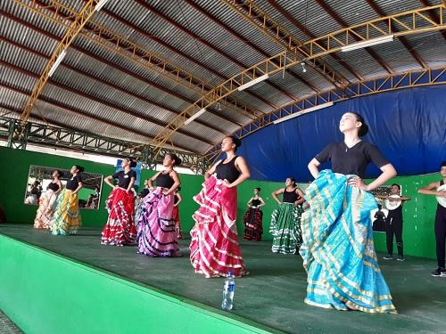 Centro cultural Héroes y Mártires, complejo donde está la casa de cultura Carlos Arroyo con la escuela de danza integrada por 62 jóvenes y el grupo coral por 15 personas. Doce practican música e igual cantidad reciben clases de pintura.
