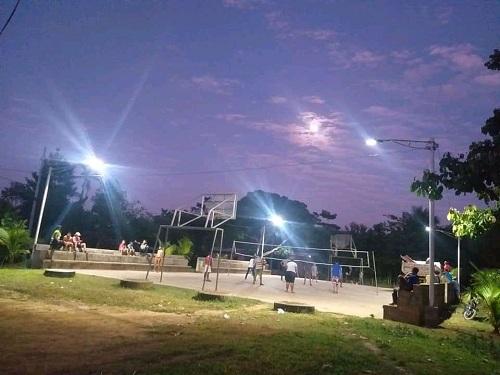 Cancha del barrio Aserrío recién iluminda