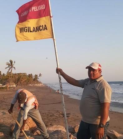 Precisó el doctor González en la necesidad de establecer vías de parque que faciliten la movilización si así lo amerita, la vigilancia en las playas y en las piscinas y la presencia de personal de rescate, a la vez que recomendó la prudencia y el respeto al límite de playa. La Gráfica muestra la instalación de señales en las playas de Jiquilillo
