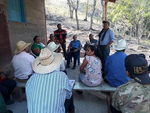 Fortaleciendo estrategias productivas .La foto registra reunión con protagonistas de la comarca Las Pavas en Villa Sandino