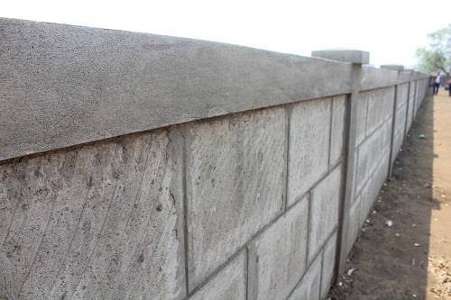 Ese muro es una de las mejoras en el campo santo
