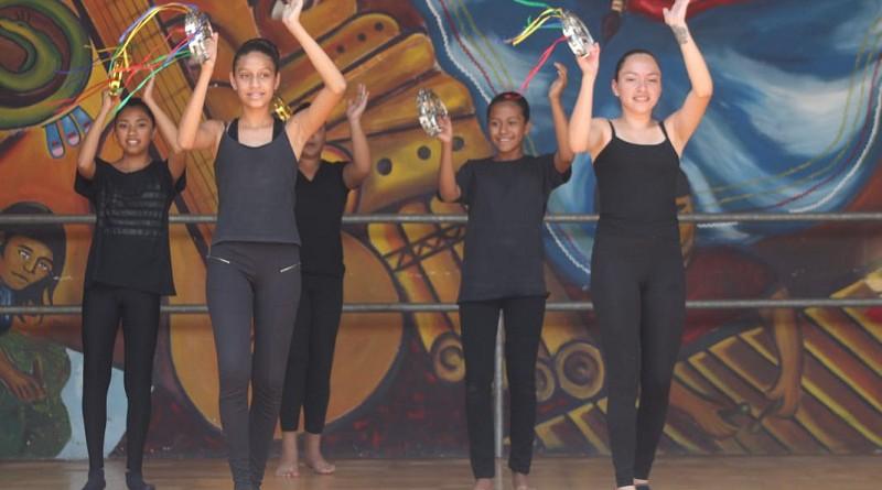 Pre ballet, folclore y ritmos modernos incluye la enseñanza en la escuela municipal de danza