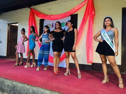 Candidatas a reina de las fiestas en honor a la Santa Cruz
