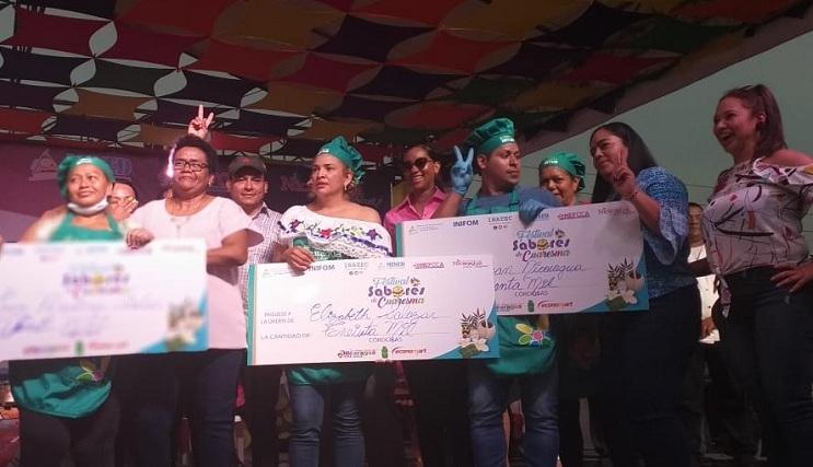 Los tres felices ganadores de premios de 40 mil, 30 mil y 20 mil córdobas