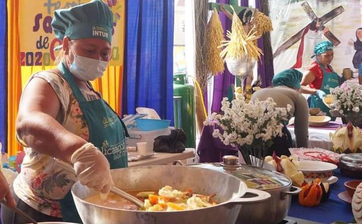 Luz María Videa con su sopa marinera ganó el tercer lugar representando al departamento de Chinandega