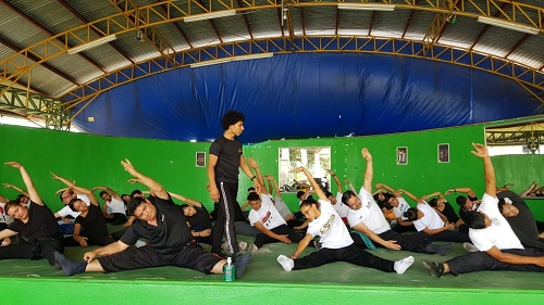 Impulsando el arte y la cultura.La gráfica capta el taller  Regional VI  con instructores de coros municipales, sobre técnicas de gesto, preparación y montaje de obras y repertorios.