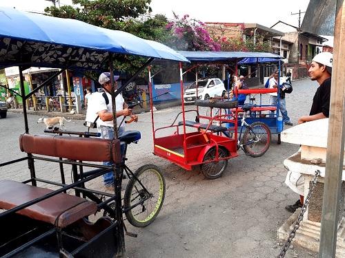 Fumigando los triciclos en El Viejo
