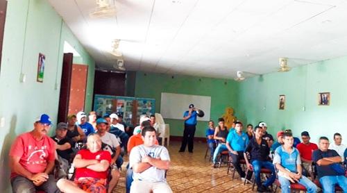 Transportistas de El Sauce en encuentro con equipo municipal