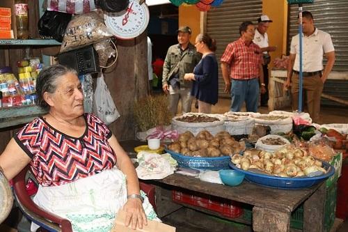Toda clase de tubérculos, granos básico y muchos alimentos más se ofertan en el mercado municipal de nueva Guineas