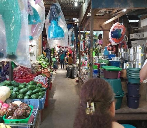 El muy abastecido mercado de Nueva Guinea