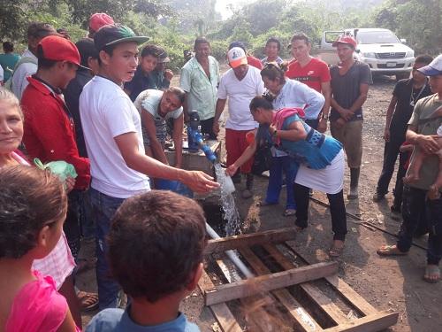 Moradores  de la comunidad La Tiguilotada