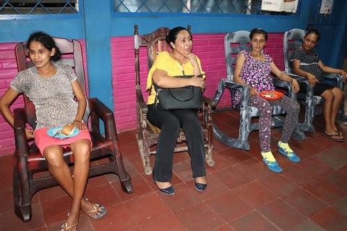 Casa Materna Nueva Esperanza  para el acceso a mujeres embarazadas en situación de riesgo del área rural al parto institucional.Brinda alojamiento con calidad y calidez antes y después del parto. Con   Atención médica prenatal y en el puerperio.