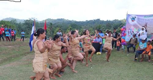 Grupo de baile   Ingwanka Raya de la escuela municipal de danza