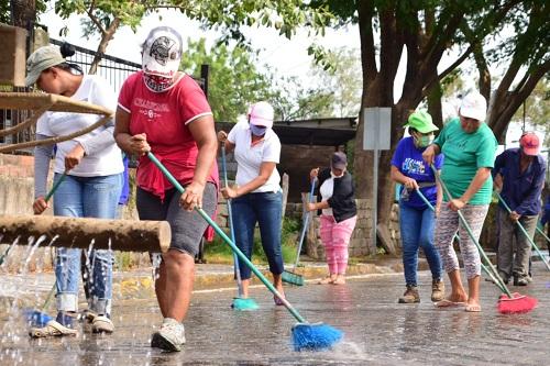 limpieza del principal acceso a la ciudad en Nagarote