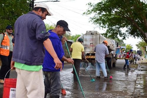 Limpiando la avenida España en Nagarote
