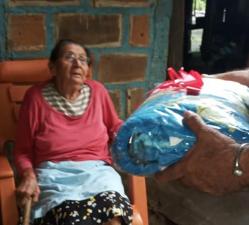 Equipo municipal de Telica visita a madre de héroe y mártir