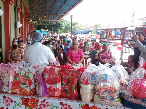 Regalo para madres comerciantes del mercado de Santa Rosa del Peón