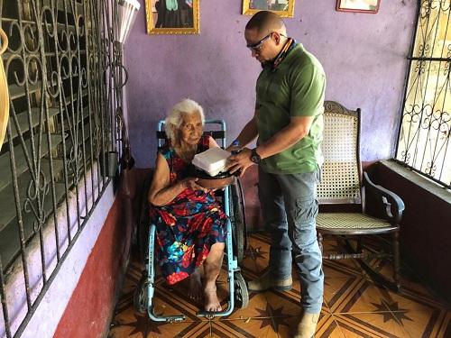 Madre de héroe y mártir de chichigalpa recibe obsequio del gobierno local