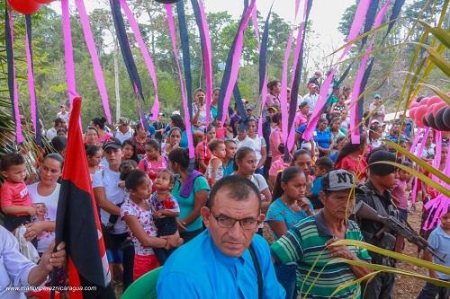 Familias en inauguración de camino a Waswalita