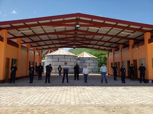 Recibiendo instalaciones del Cuerpo de Bomberos de Pueblo Nuevo