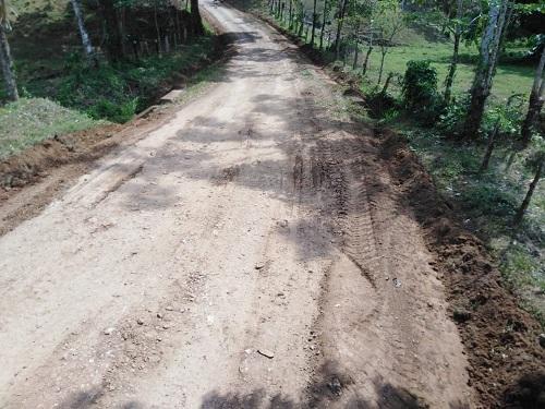 En Río Blanco ocho kilómetrosde caminos mejorados en la comunidad San Andrés.