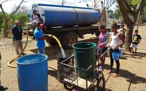 Las alcaldías y Enacal  han abastecido  de agua, -a través de cisternas- a   469 mil 235   familias en seis mil 718 barrios y comunidades.