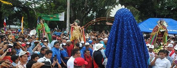 En esta foto archivo, tope de los santos patrones vecinos de Dolores todos los 24 de julio