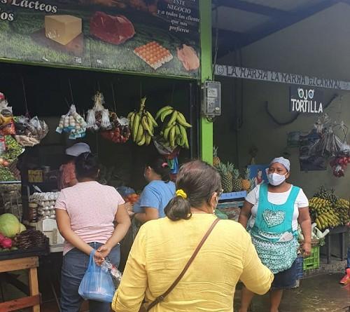 Mercado municipal bien abastecido