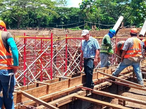Alcalde de Niquinohomo supervisa avance de pila séptica del proyecto de agua y saneamiento de Los Pueblos Blancos